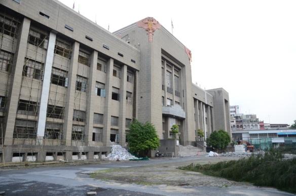 Bureau de poste en démolition