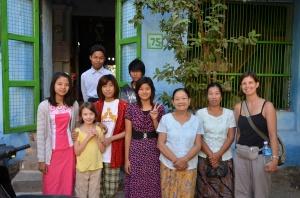 Mme Mya et sa famille, Pakkoku